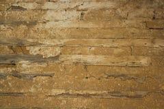 Vieux mur en bois avec l'isolation faite d'argile Photographie stock libre de droits