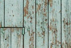 Vieux mur en bois avec la peinture verte épluchant  Photographie stock