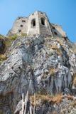 Vieux mur gothique de chapelle sur le château de Beckov photos stock