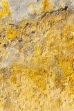 Vieux mur jaune abandonné texturisé Images libres de droits