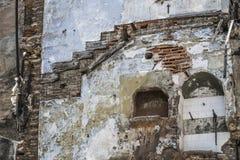 Vieux mur négligé de bâtiments comme fond Photographie stock