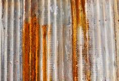 Vieux mur ondulé en métal Images libres de droits