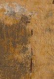 Vieux mur orange peint loqueteux photos libres de droits