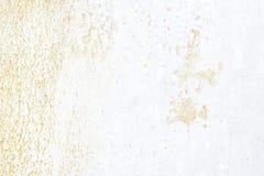 Vieux mur Porte en métal de texture il a été peint dans le blanc grunge de rouille d'endroits Image libre de droits
