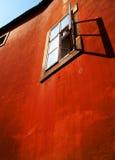 Vieux mur rouge modifié photographie stock libre de droits