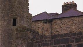Vieux mur ruiné de château banque de vidéos