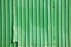 Vieux mur vert en métal photographie stock libre de droits