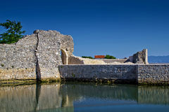 Vieux murs en pierre de ville de Nin Photo libre de droits