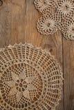Vieux napperon fait main de crochet photographie stock