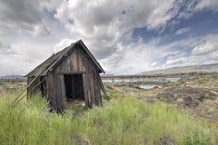 Vieux Natif américain abandonné pêchant Shack Images stock