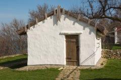 Vieux nebolno de maison - hutte russe, objet exposé de maison-musée à la mémoire du grand poète russe du séjour M Photo libre de droits