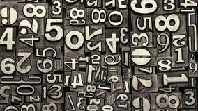Vieux nombres en métal