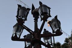 Vieux nouveau lampadaire photographie stock libre de droits