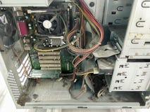 Vieux ordinateurs dans l'usine images libres de droits