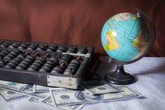 Vieux outils d'affaires avec le globe. Image stock
