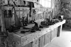 Vieux outils de ferme photographie stock libre de droits