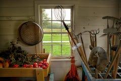 Vieux outils de jardin Images stock