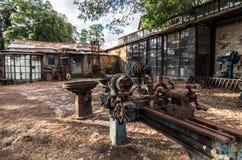Vieux outils et atelier rouillés Photo stock