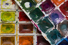 Vieux outils et détails rouillés sur le tissu rugueux Photo libre de droits