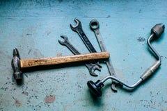 Vieux outils sales de marteaux photographie stock