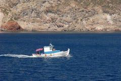 Vieux pêche-bateau chez la Grèce Images libres de droits