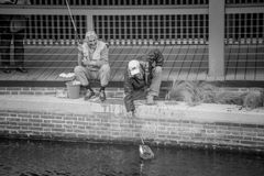 Vieux pêcheurs de la ville Image libre de droits