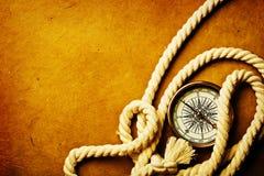Vieux page et compas photos stock
