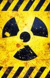 Vieux panneau d'avertissement nucléaire image stock