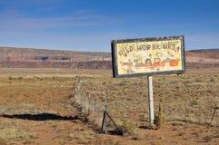 Vieux panneau-réclame dans le désert Photographie stock