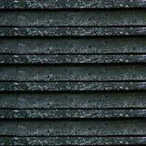 Vieux panneaux gris Une barrière en bois couverte dans les champignons de l'humidité Configurations normales photographie stock libre de droits