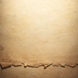 Vieux papier âgé par cru Fond ou texture initial Image libre de droits