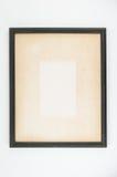 Vieux papier dans le cadre de tableau en bois noir Photo stock