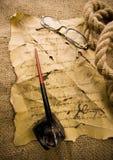 Vieux papier et crayon lecteur Photo stock