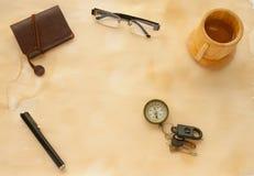 Vieux papier et instruments photo stock