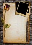 Vieux papier pour le mot. Images stock