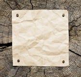 Vieux papier sur le fond en bois Image libre de droits