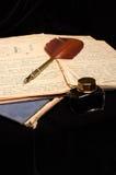 Vieux papiers avec le stylo de plume de vintage images libres de droits