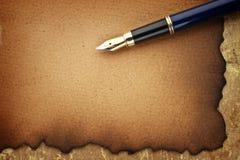 Vieux papiers et crayon lecteur Images libres de droits