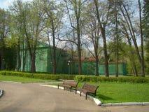 Vieux parc classique de bâtiment en construction au printemps Photos libres de droits