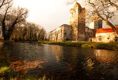 Vieux parc et château Pottendorf en Autriche image libre de droits