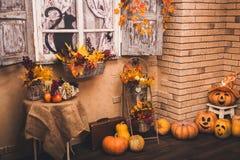 Vieux patio de maison dans la saison d'automne Photos stock