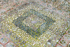 Vieux pavés ronds et trottoir de cailloux dans Taormina Photographie stock