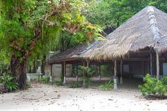 Vieux pavillon tropical photographie stock libre de droits