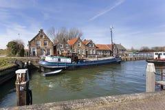 Vieux petit port et maisons historiques Photos stock
