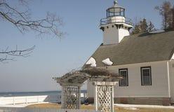 Vieux phare de mission, ville transversale, Michigan en hiver photographie stock