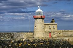 Vieux phare de port de Howth, Irlande photo stock