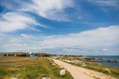 Vieux phare inférieur et coloré pêche des carlingues photos stock