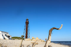 Vieux phare sur l'île inhabitée Photo stock