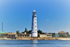 Vieux phare sur la mer photo stock