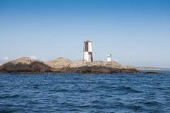 Vieux phare sur une falaise Photos libres de droits